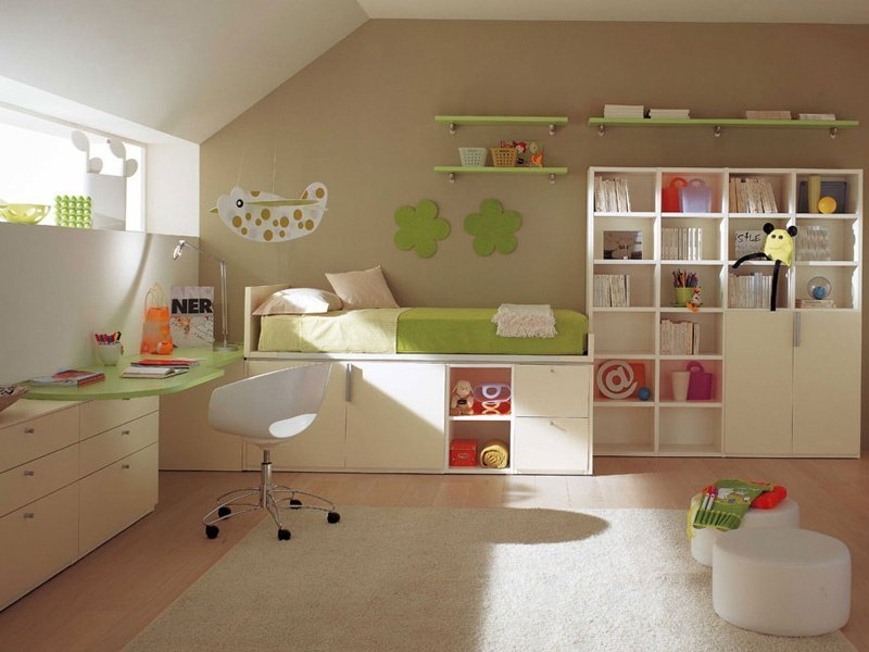 меблі в дитячу в світлих тонах