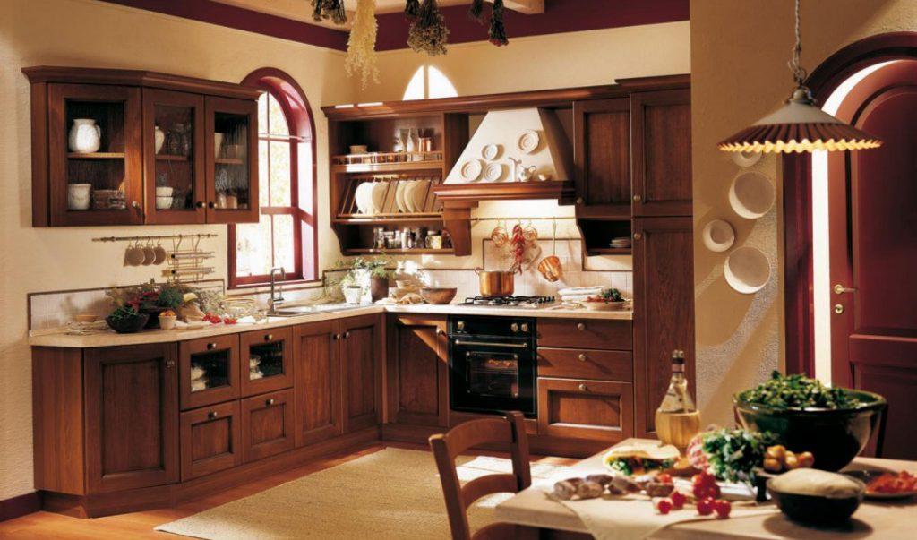 Кухні на замовлення з дерев'яними фасадами