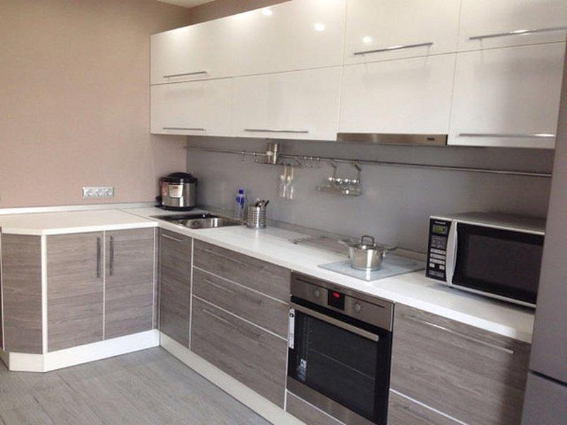 Кухня сірого кольору