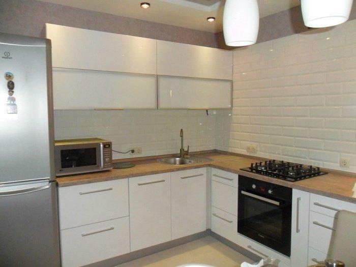 кутова-біла-кухня-фото