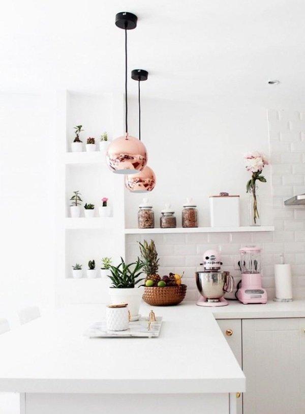 маленькі кухні з круглими світильниками