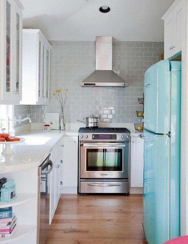 маленькі кухні з голубим холодильником