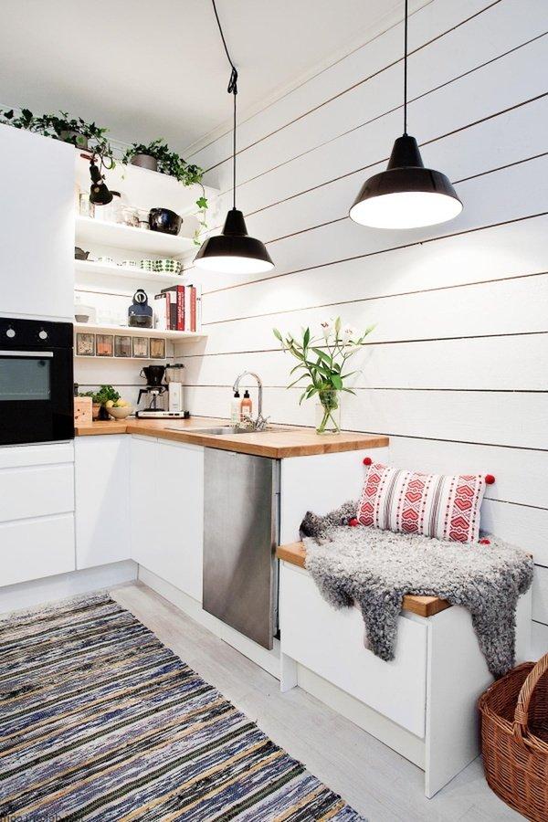 маленькі кухні з диваном для сидіння