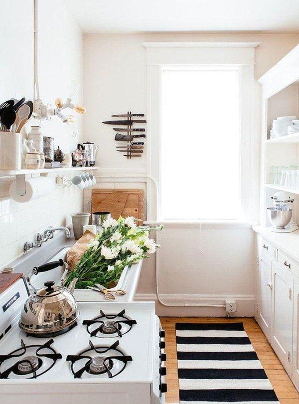 маленькі світлі кухні