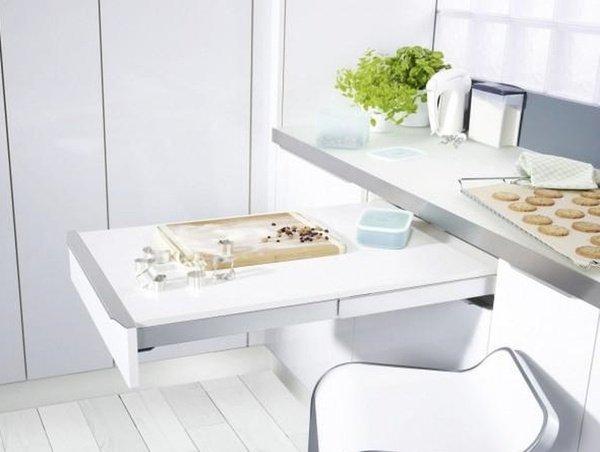 висувний стіл на кухні