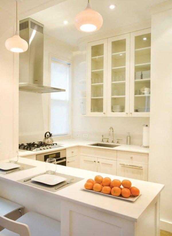 маленькі білі кухні з островом