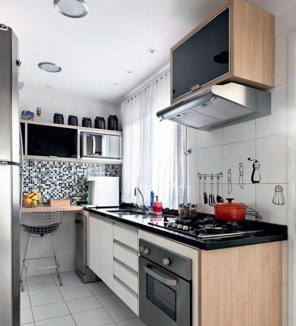 маленькі кухні мийка біля вікна
