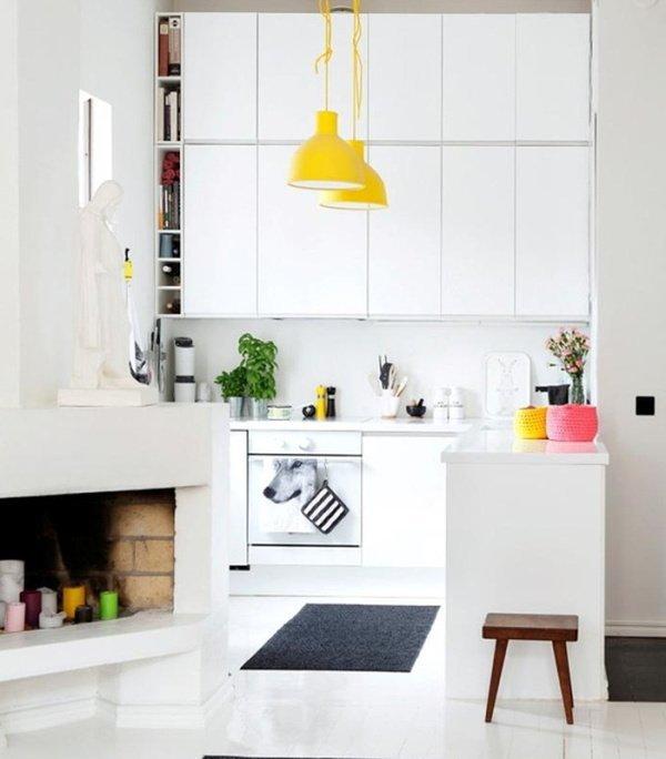 малі кухні з каміном