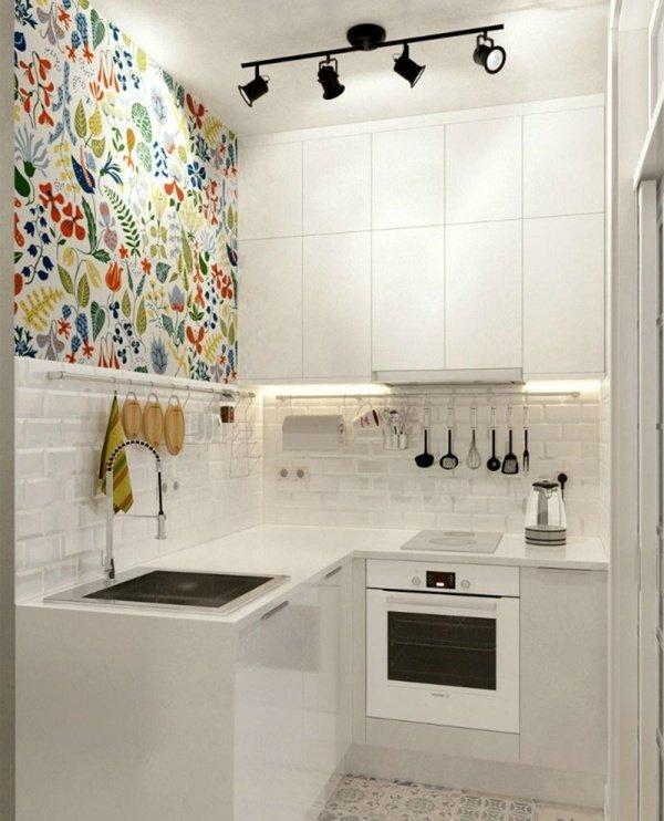 маленькі білі кухні з чорними софітами