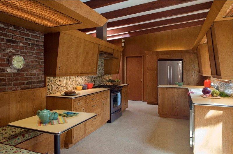 Кухня дерев'яна