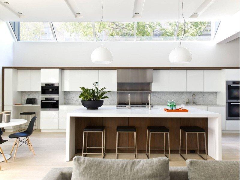Кухня з прозорим дахом