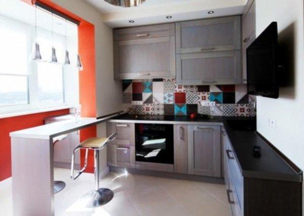 маленькі кухні з балконом