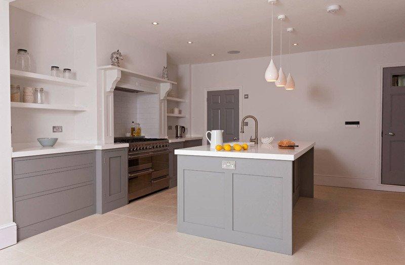 сіро-біла кухня