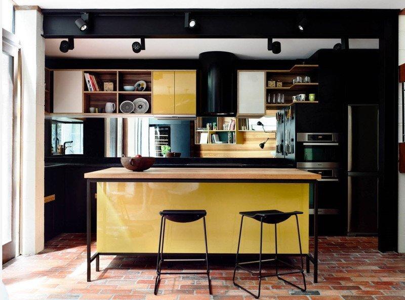 Кухня в темних тонах