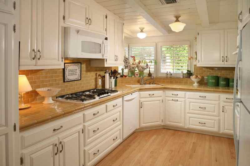 Кутові кухні на замовлення фото Кухні.IF-13